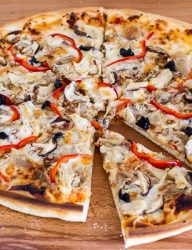 Easy to make pizza with chicken as main ingredient | CookingGlory.com